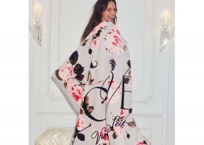 Huňatá deka Victorias Secret Sherpa (Grey Floral)